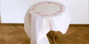 aranżacja, tkanina wyszywana, 145 × 145 cm